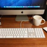 Macのキーボードをテンキー付きの有線に変えたらUSB端子もあって超快適